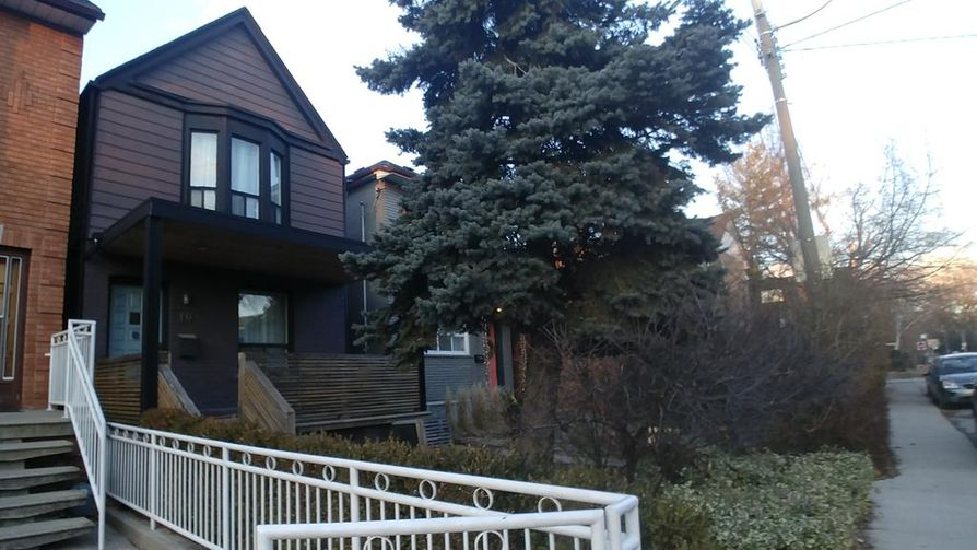 Suits-televisiosarjassa näytellessään herttuatar Meghan asui tässä talossa arvostetulla The Annexin asuinalueella Torontossa. Parin uskotaan Archie-pojan kanssa muuttavan nimenomaan Torontoon.