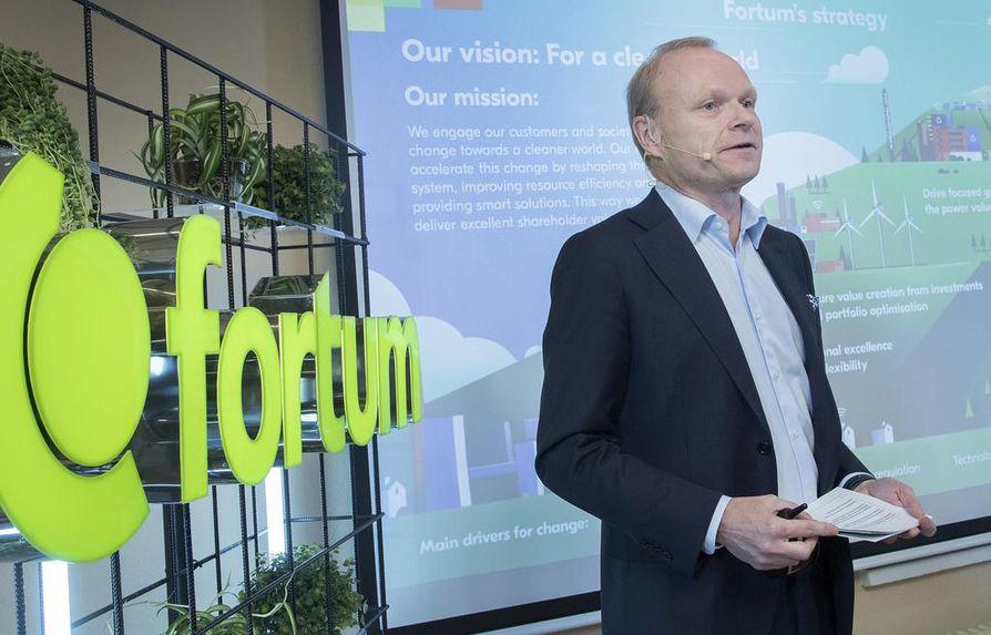 Fortumin toimitusjohtaja Pekka Lundmark perustelee sijoituksia uusille toimialueille yhtiön tarpeella uusiutua.