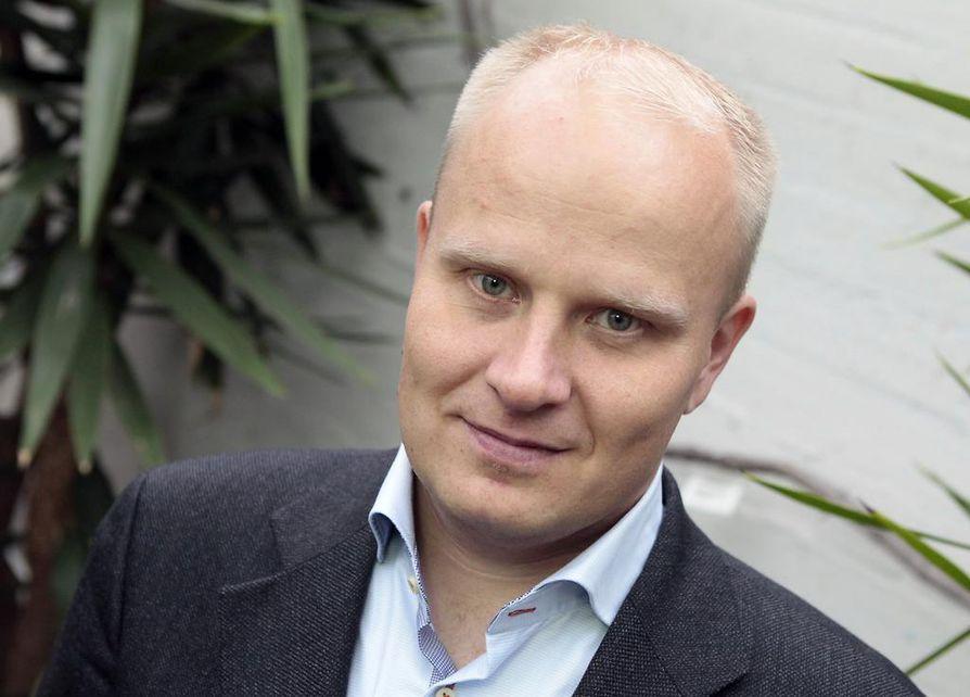 Pohjois-Pohjanmaan kokoomuksen puheenjohtaja Tomi Kaismo muistuttaa, että maailmantalouden vaikutukset ovat näkyneet Oulun seudulla karusti.