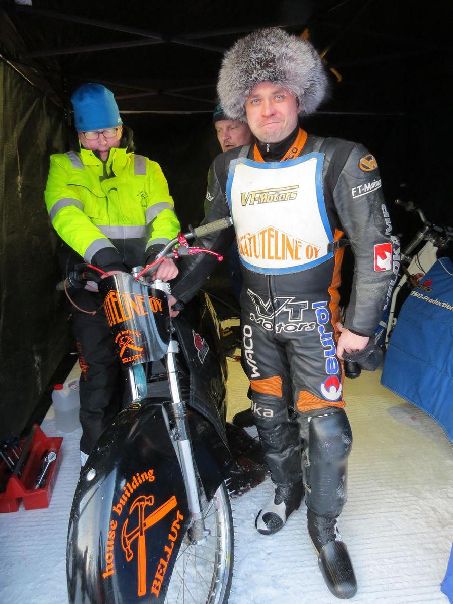 Antti Aakko sai kipinän jääspeedwayn ajamiseen jo lapsena.