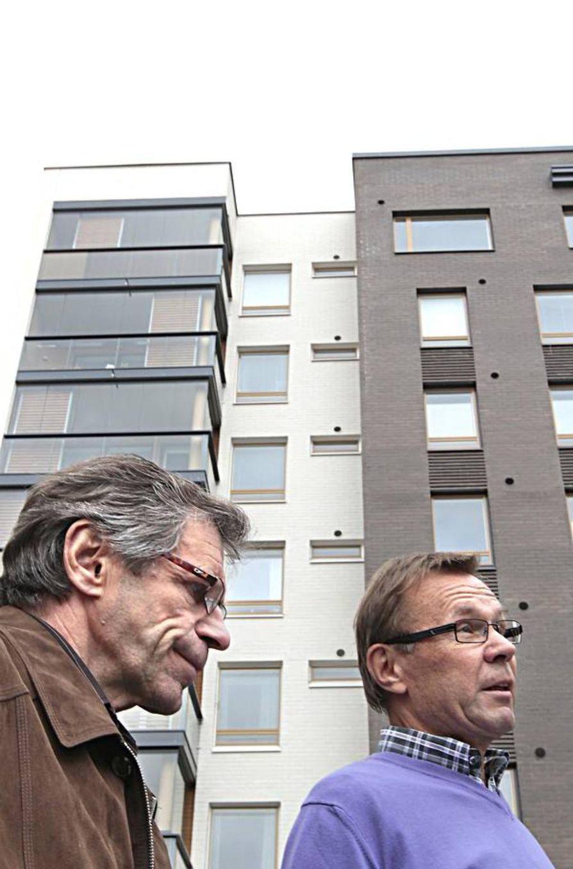 """Riverside Rockin hallituksen jäsenet Pekka Kukkonen (vas.) ja Esko Ahokas painottavat, että isännöitsijän pitää olla taloyhtiön asialla. """"Uusi asuntoyhtiölaki korostaa isännöinnin osaamista entisestään."""""""