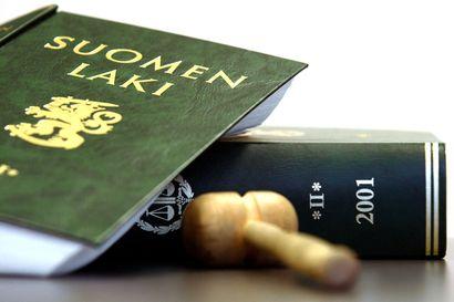 Oikeus pui syytteitä julmista väkivaltaisuuksista Kainuussa – syyttäjän mukaan uhrit riisutettiin alasti ja kuvattiin