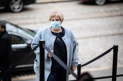 Häämöttääkö neuvotteluissa sopu? Keskustan Annika Saarikko: Keskusteluissa on edetty – eduskuntaryhmä pui kriisiytynyttä kehysriihitilannetta
