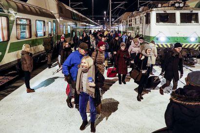 Joulunajan kaukojuniin odotetaan 600 000 matkustajaa – menoliikenne käynnistyy kunnolla perjantaina