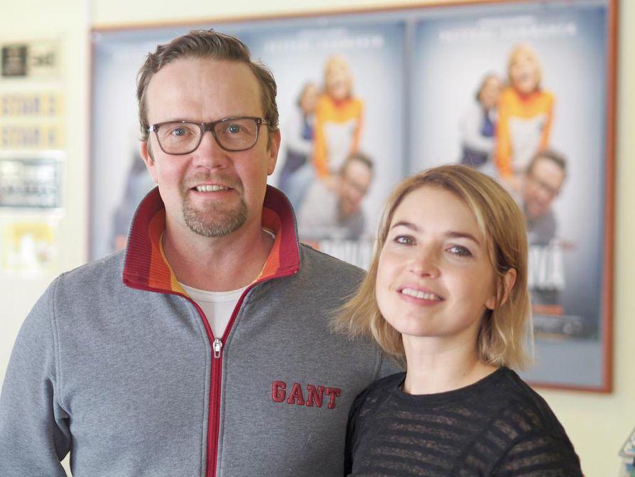 Elokuvateatteri Starissa vierailleet Petteri Summanen ja Marja Salo nähdään myös Yösyöttö-elokuvan jatko-osassa Tarhapäivässä.