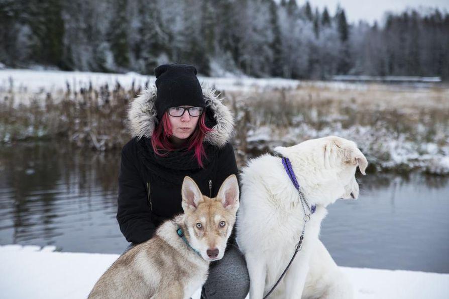 Radha Malmin koirat Runo ja Haiku antavat hänen elämäänsä säännöllisen vuorokausirytmin. Jouluna Malmin suunnitelmiin kuuluu saunomista, kokkailua ja syömistä.