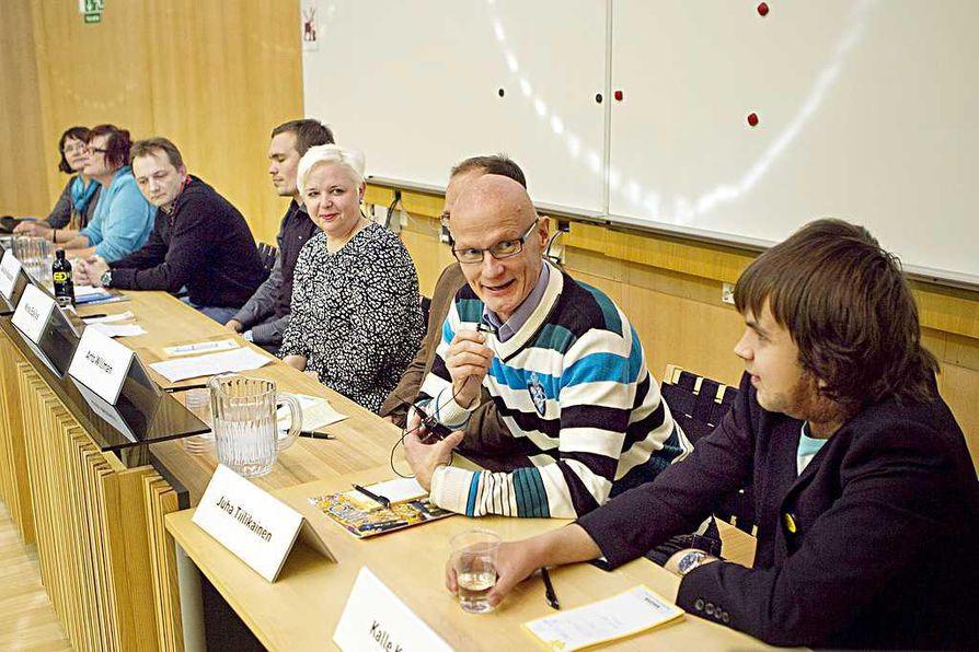Paneelikeskustelun osanottajat muistuttivat keskustelun aikana vanhempien roolin tärkeydestä lasten liikkumisessa.