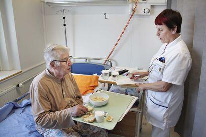 Länsi-Pohjan keskussairaalan siivoojien työaika alkoi kesällä kulua potilaiden ruokkimiseen siivoamisen sijaan