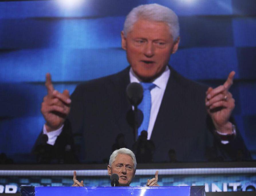 Entisen presidentin Bill Clinton puhe vaimostaan oli suurimmaksi osaksi hyvin henkilökohtainen.