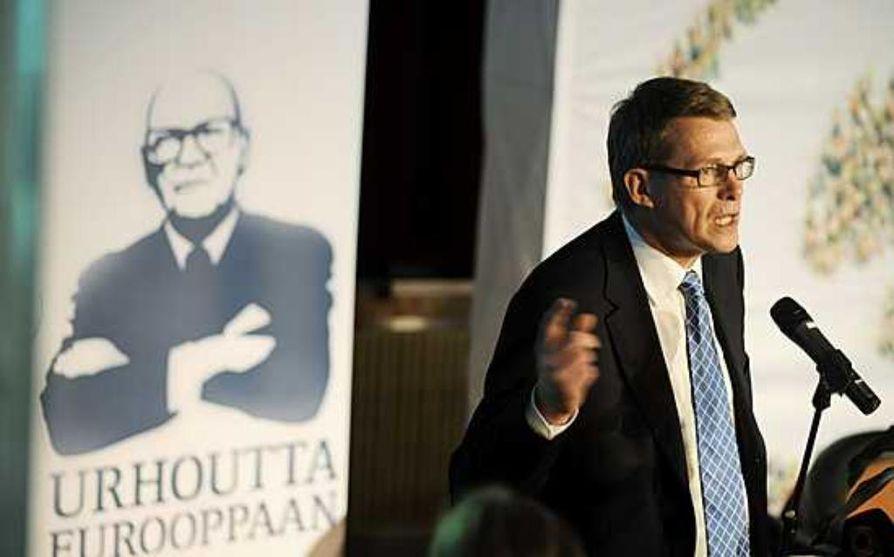 Matti Vanhanen haluaa keskustalaisesta naisesta seuraavan presidentin.
