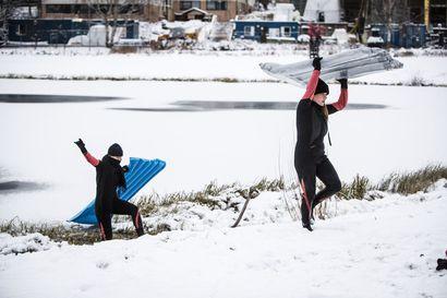 Arvio: Milla Jarko ja Essi Kosola ovat hilpeästi heikoilla jäillä monitaideteoksessa Rovaniemellä