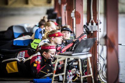Tulevaisuuden tähdet tähtäävät kymppiin – Kiväärilajien nuorten SM-kisat käynnistyivät Toramon ampumaradalla