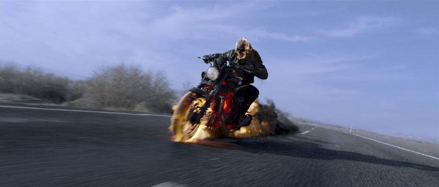 Ghost Rider – Koston henki kertoo stunt-moottoripyöräilijä Johnny Blazesta (Nicolas Cage).