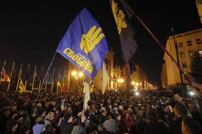 """Itä-Ukrainan rauhasta neuvotellaan tänään ja ukrainalaiset pelkäävät presidenttinsä tekevän liikaa myönnytyksiä – """"En voi ymmärtää, onko hän petturi vai ainoastaan amatööri"""""""