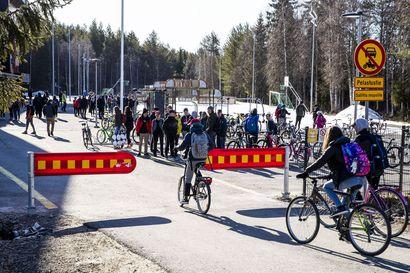 Näin koulut alkoivat Torniossa, Rovaniemellä ja Kemissä: kavereiden näkeminen nostatti riemua ja pihalla kierrätettiin käsidesiä – vain kevätjuhlien puuttuminen harmittaa