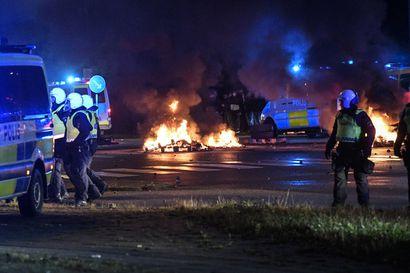 """Somessa levinnyt video lietsoi mellakoita Ruotsin Malmössä – """"Tarkoituksena on kylvää vihaa yhteiskuntaan, ivata ja provosoida"""""""