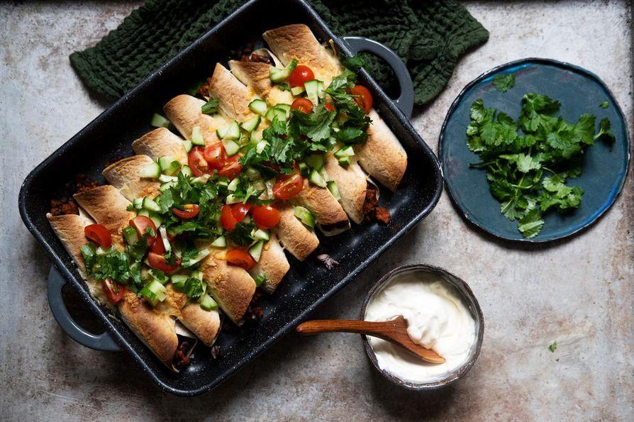 Kotimainen kaura oli vuonna 2019 kova sana etenkin kasvissyöjien ruokavaliossa. Uunissa paistetut kauraburritot ovat nopea arkiruoka.