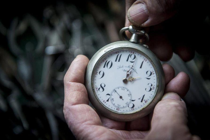 Suomen tekemä aloite kellojen siirtelystä luopumisesta sai EU-komission hyväksynnän.