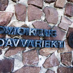Hovioikeus lievensi vuosia sitten sattuneen pahoinpitelyn tuomiota, korvaussumma kasvoi – maassa maannutta uhria potkittiin ja lyötiin päähän Oulussa
