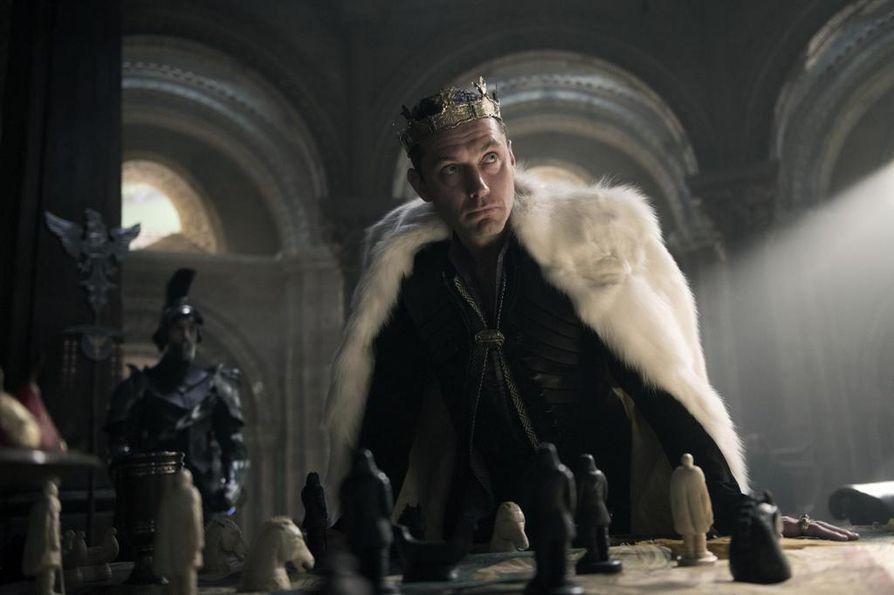 Historiallisen King Arthur: Legend of the Sword -elokuvan pääosassa kuningas Arthurina nähdään Charlie Hunnam.