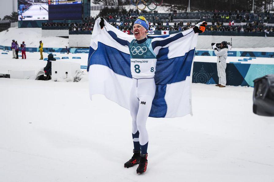 Iivo Niskanen sivakoi 50 kilometrin matkalla ensimmäiseksi ja sai kultaa Pyeongchangin olympialaisissa vuonna 2018.