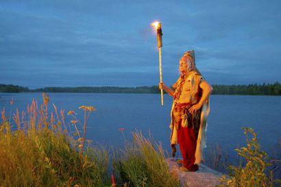Kierikin kivikauden kylässä vietetään viikonloppuna perinteistä Muinaistulien yötä