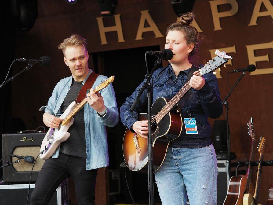 Kesällä 2018 Haapavesi Folk -festivaaleilla nähtiin oululainen LANAI-duo eli Petri Kuusela ja Tanja Torvikoski. Arkistokuva.