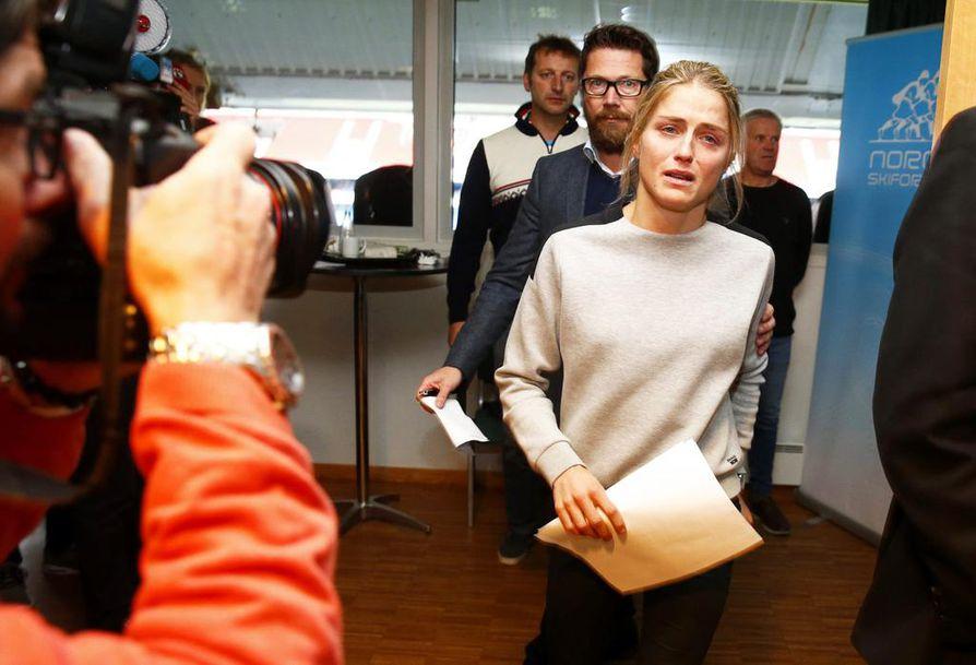 Therese Johaug saapui viime lokakuussa lehdistön eteen dopingkäryn tultua julki.