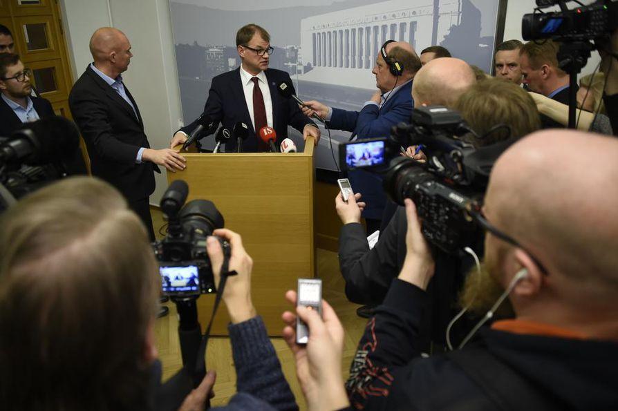 Pääministeri Juha Sipilä (kesk.) tuli tänään toimittajien eteen eduskunnassa.