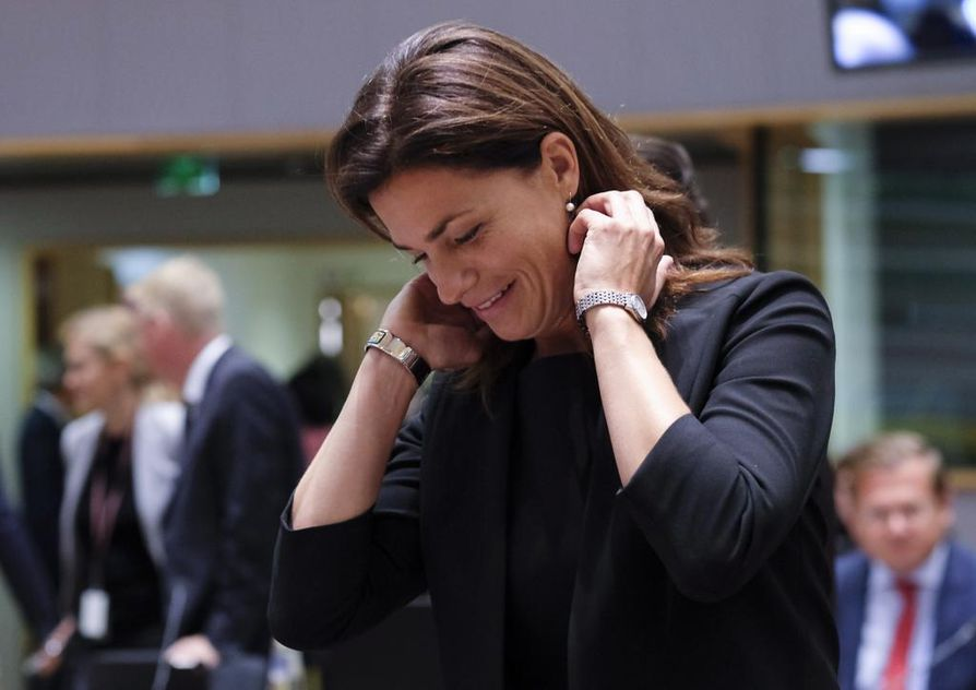 Unkarin oikeusministeri Judit Varga joutui maanantaina vastaamaan jäsenmaiden kysymyksiin yleisten asioiden ministerineuvoston kokouksessa Brysselissä.  Oikeusvaltio-ongelmista kuultavana ollut Varga syytti muita poliittisesta noitavainosta, mutta Unkaria näpäytettiin heittäytymästä uhrin asemaan. Unkarissa on heikennetty oikeuslaitoksen asemaa,  median sananvapautta ja akateemista vapautta. Tulilinjalla ovat myös vähemmistöt ja maahanmuuttajat.