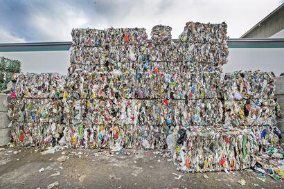 Iso osa jätteenkuljetuksesta kuntien kontolle – jätelakiesitys ehdottaa, että jatkossa kunnat järjestävät keskitetysti muun muassa biojätteen ja muovin keruun ja kuljetuksen
