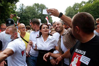 Olosuhteiden pakosta presidenttikisaan lähtenyt Tsihanouskaja on noussut Valko-Venäjän opposition tähdeksi – ehdokkuuden salliminen saattoi olla virhearvio Lukashenkolta