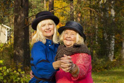 Kirsti Aarnion runot innoittivat pitkäsoiton tekoon – sävelet syntyivät kuin itsestään pojantyttären Emilia Aarnion mielessä