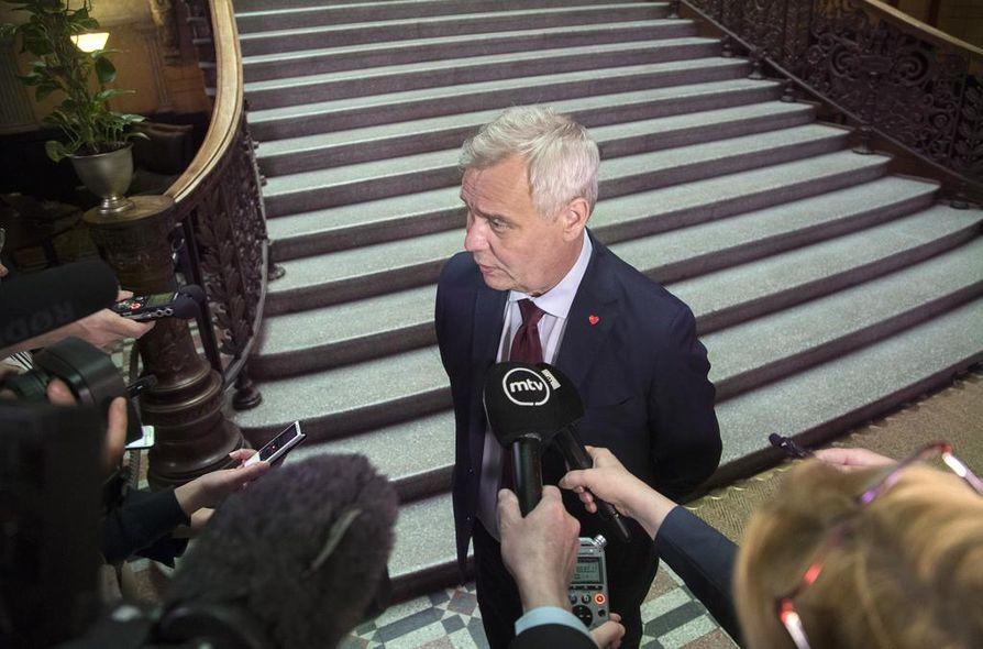 Tuleva pääministeripuolue Sdp esitti puheenjohtajansa Antti Rinteen johdolla jo vaihtoehtobudjetissaan, että osa Sitran taseessa olevasta pääomasta tuloutetaan valtiolle.