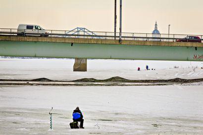 """Lapin jokien jää on nyt petollisen heikkoa – """"Voi syntyä väärä turvallisuuden tunne"""""""