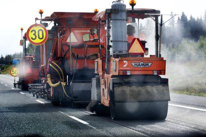 Maanteitä päällystetään tuplasti enemmän kuin viime vuonna - Lapin teitä kunnostetaan 140 kilometrin matkalla