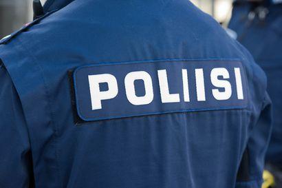 Henkilöauto suistui Pohjantieltä keskikaiteeseen Kempeleessä, vakavilta vahingoilta vältyttiin