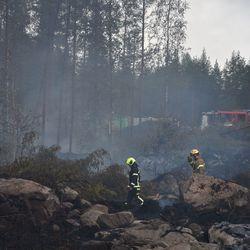 Tuuli ja lämmennyt sää ovat aiheuttaneet kytöpaloja Kalajoen maastopaloalueella – tilanne on kuitenkin hallinnassa