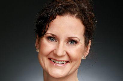 Oulun seudun vuoden 2020 yrittäjänainen on Jenni Ahopelto terveysjalkineita myyvästä ErgonoVitasta