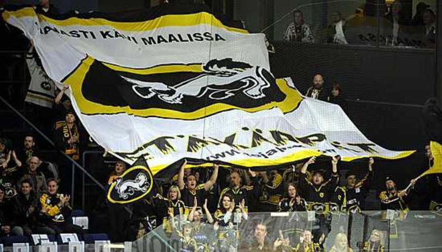 Etäkärpät juhlivat syksyllä 2009 Espoossa.