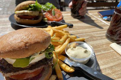 Syomässä: Burgereita ulkoruokinnassa