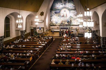 Kauneimmat joululaulut kiinnostavat myös nuoria – puolet alle 35-vuotiaista käy ainakin toisinaan laulamassa kirkossa joululauluja