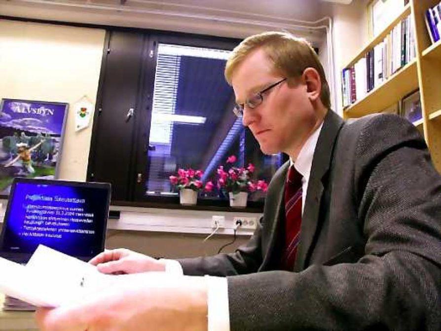 Hallintotieteiden maisteri Jouko Luukkonen siirtyy Haapaveden johtoon kaupunginkamreerin paikalta.
