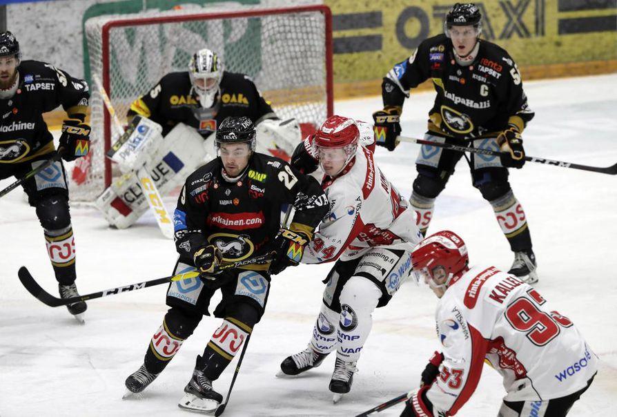 Kärpät oli tehokkaana lauantain ottelussa. Oululaisjoukkue mätti yhteensä seitsemän maalia.