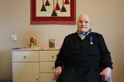 """Kuusamon vanhin Iida Juuma täyttää 102 vuotta: """"Pitkä ikä on Jumalan tahdossa"""""""