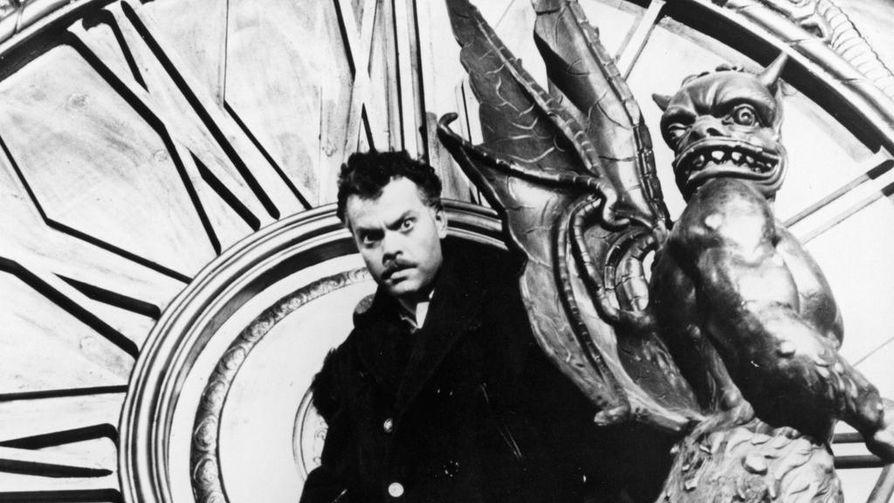 Muukalainen katosi on Orson Wellesin rikosjännär sotarikollisesta, joka on salaa asettunut amerikkalaiseen pikkukaupunkiin. Welles itse on pääosassa.