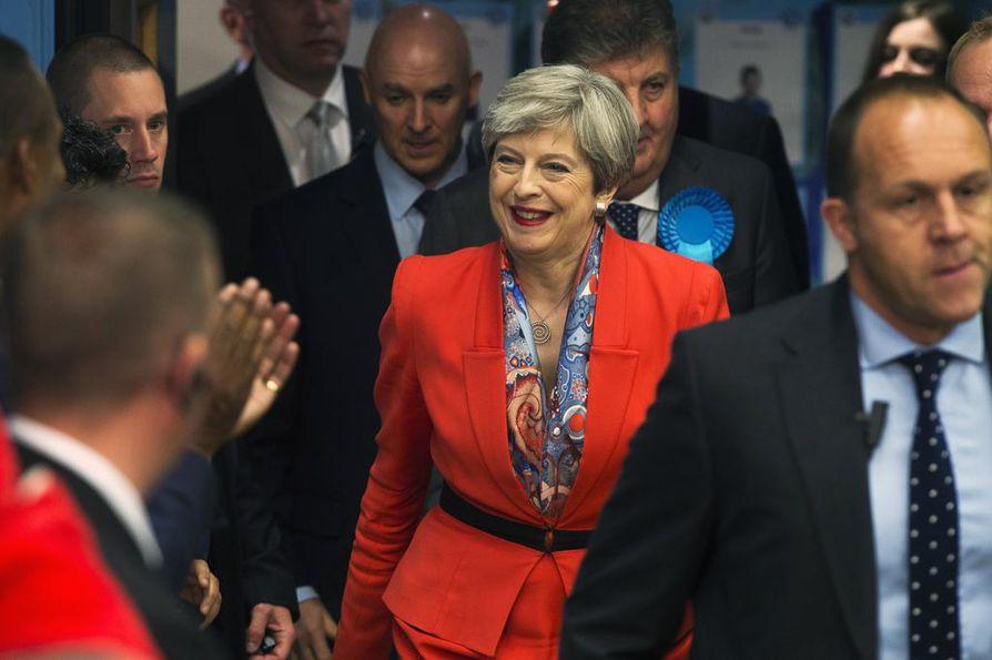 Pääministeri Theresa Mayn konservatiivit ovat menettäneet enemmistönsä.