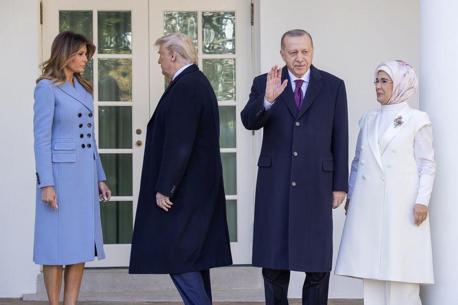 Turkin presidentti Recep Tayyip Erdogan tapasi keskiviikkona Yhdysvaltain presidentin Donald Trumpin Valkoisessa talossa näennäisen lämpimissä tunnelmissa.