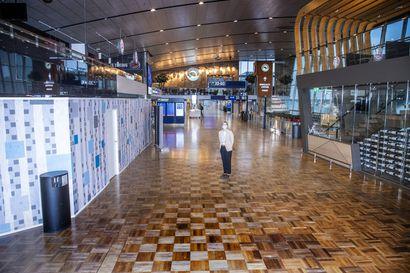 Korona pysäytti kasvun – Tältä näyttää autioitunut Helsinki-Vantaan lentokenttä, jonka läpi kulki viime vuonna lähes 22 miljoonaa matkustajaa