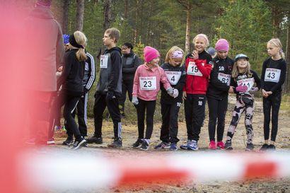 Katso kuvat Rantalakeus-maastojen Oulunsalon osakilpailusta – Finnairkin kunnioitti urheilutapahtumaa ylilennollaan